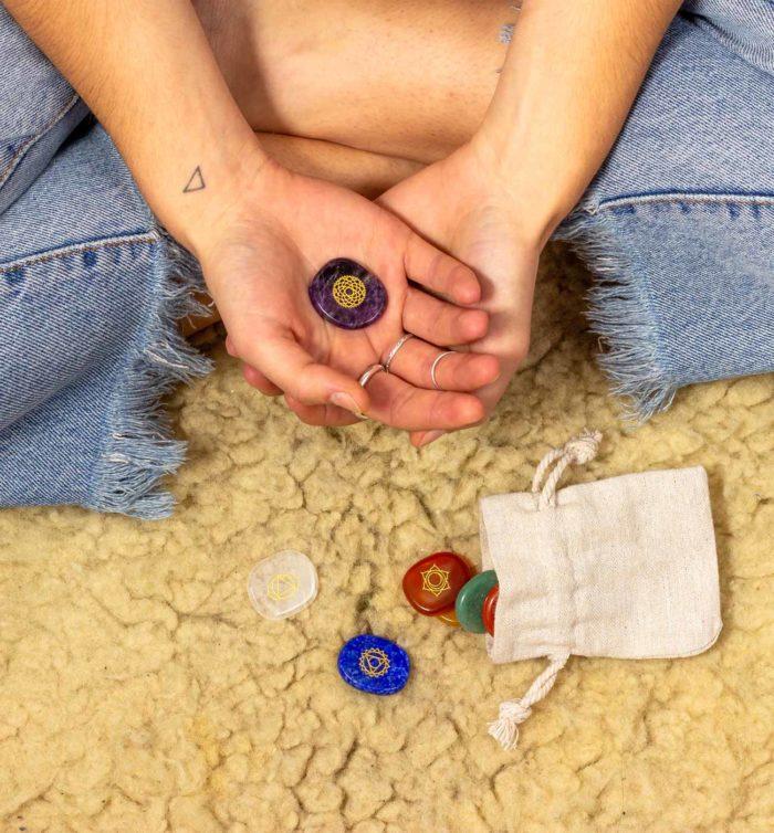 Chakra Stones mit Model