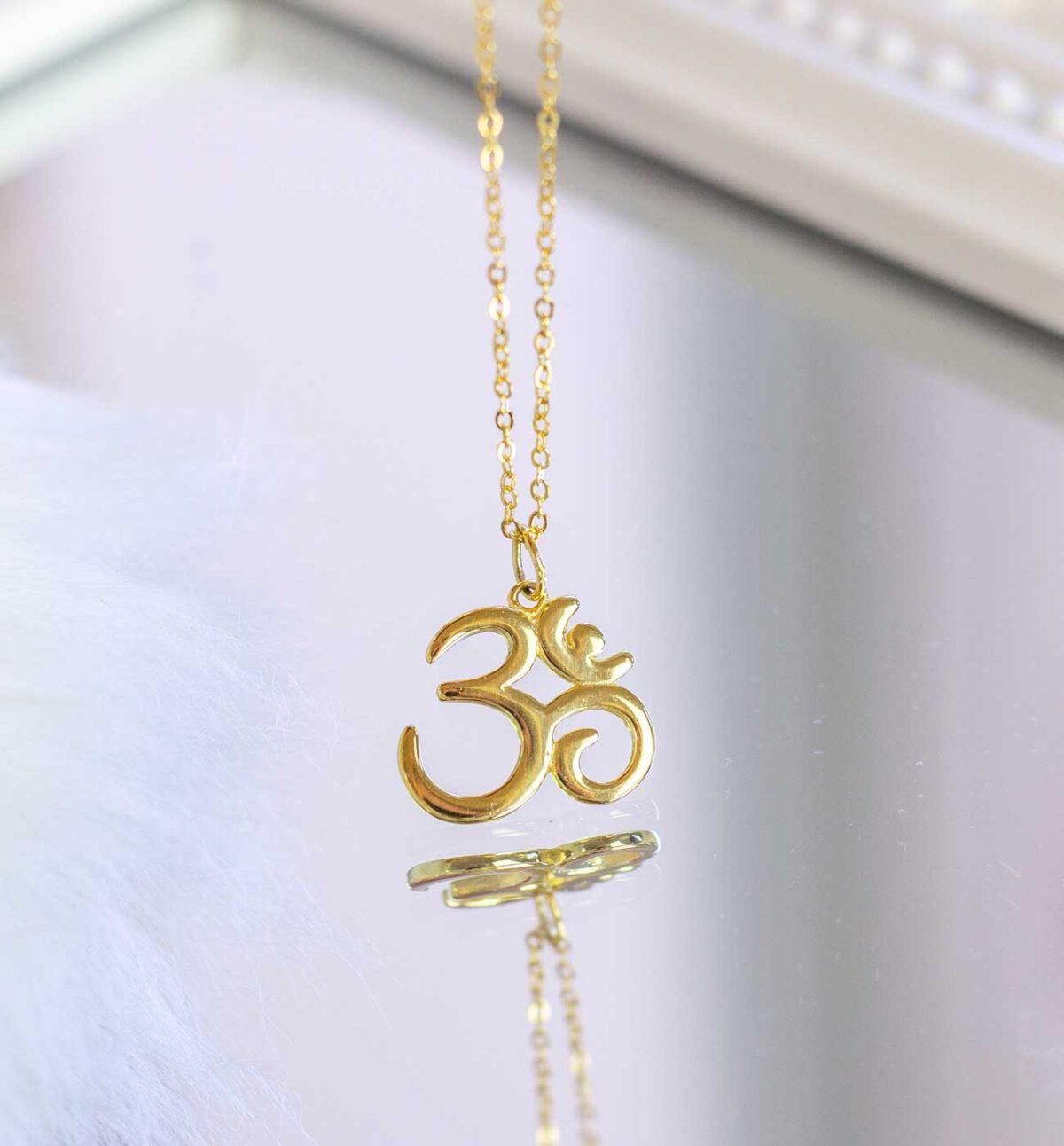Halskette mit dem Yogasymbol OM in Gold