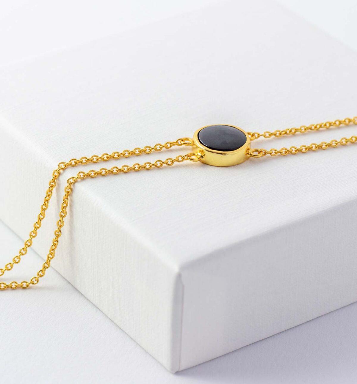 Armband mit Peace Symbol und schwarzem Onyx