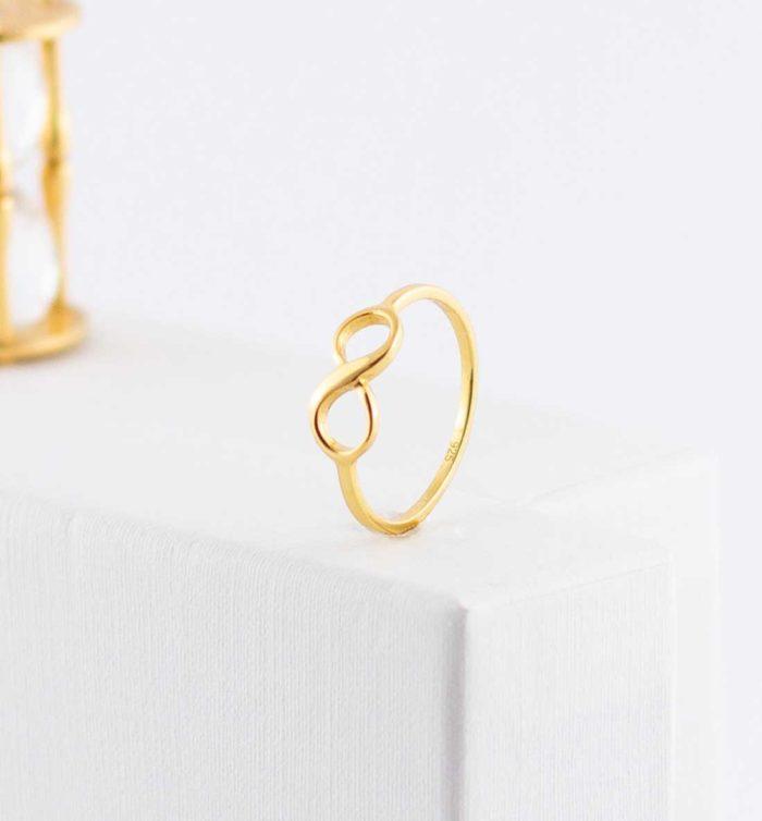 Infinity Ring aus 925er Sterling Silber mit 14 Karat Gold veredelt